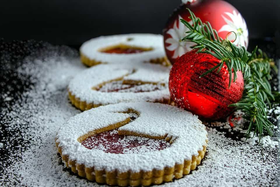 Weihnachtskekse mit Puderzucker