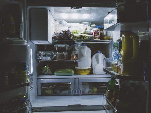 Kühlschranklampen erleuchten das Innere des Kühlschranks und helfen einem somit sich zu jeder Uhrzeit im Kühlschrank gut zurecht zu finden.