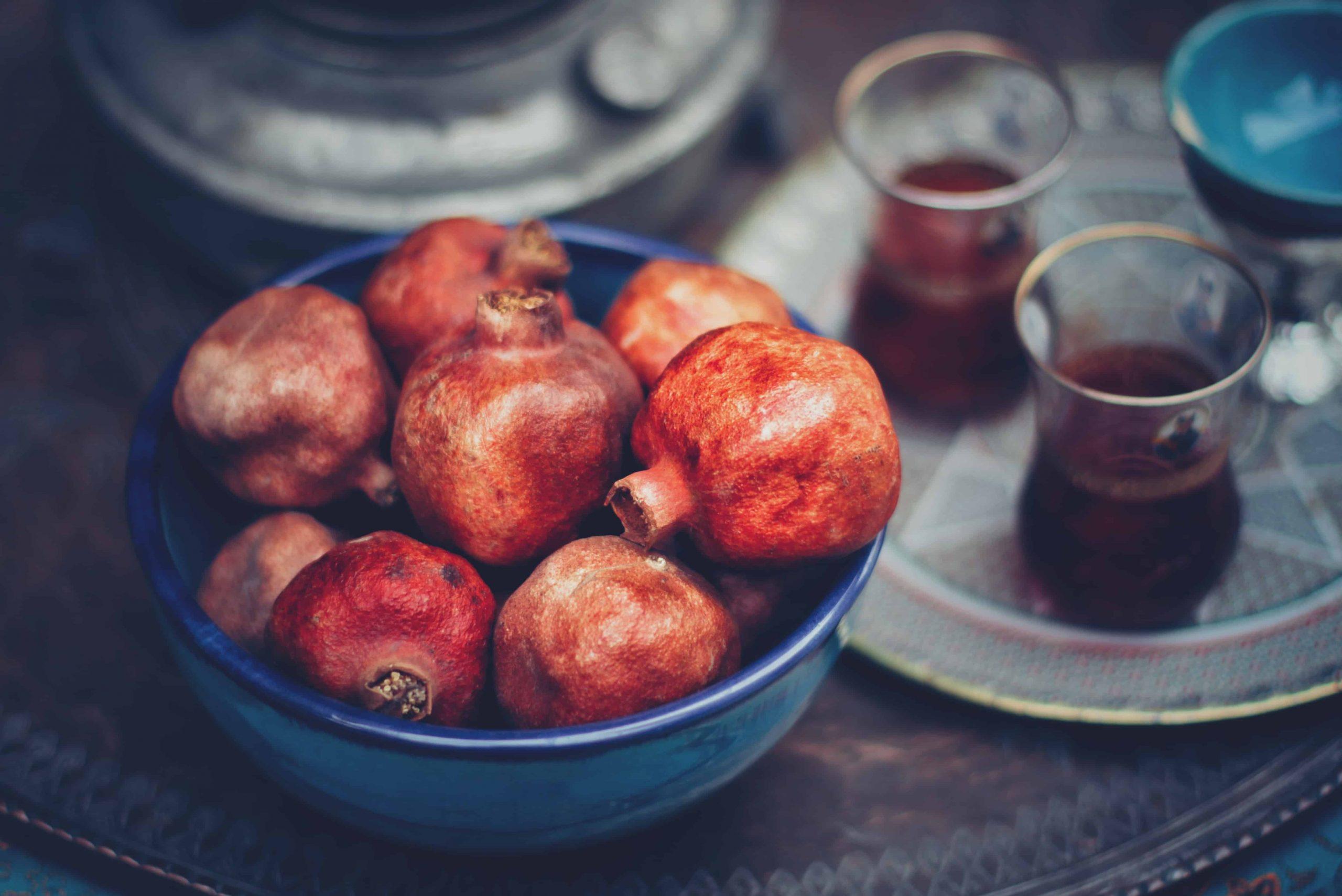 Obstschale mit Granatäpfeln