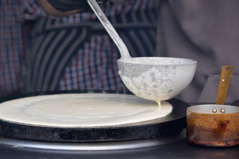 Eine Suppenkelle eignet sich auch um Teig zu verteilen.