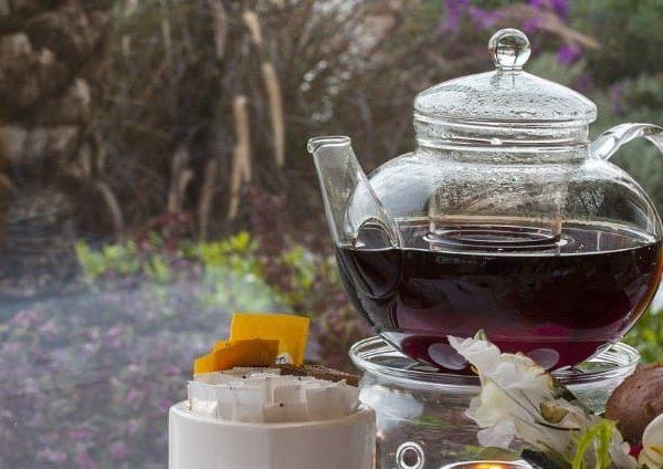 Teekannen gibt es aus verschiedenen Materialien