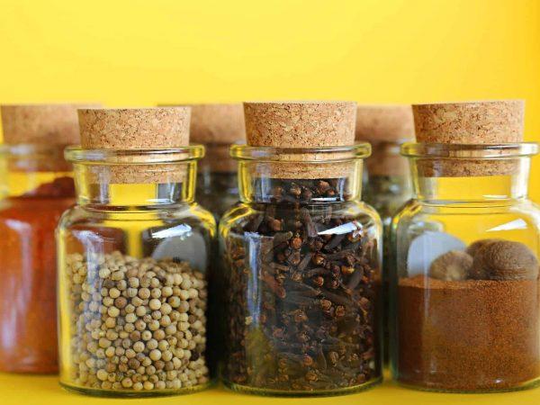 In vielen Küchen zählt Muskat zur Grundausstattung im Gewürzregal. Die Nuss kann vielfältig eingesetzt werden.(Foto: u11116/ pixabay.com)