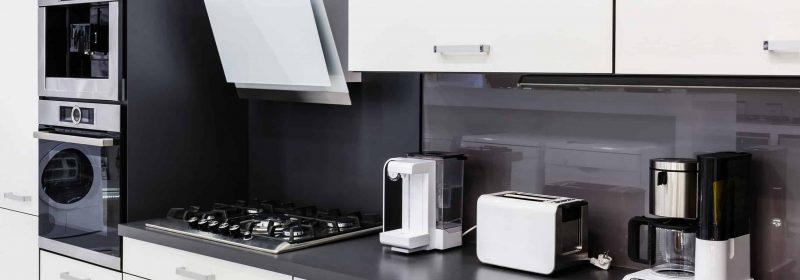 Schwarz weiße moderne Küche
