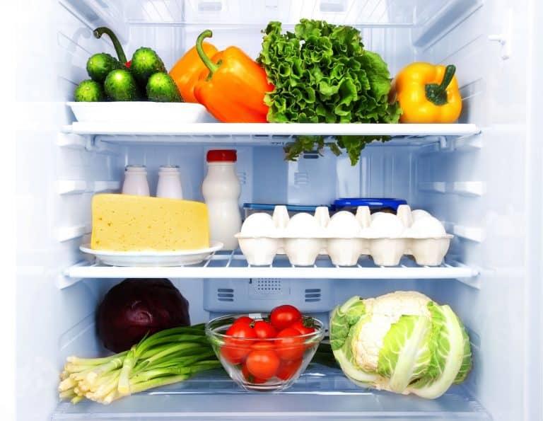 Lebensmittel in Kühlschrank