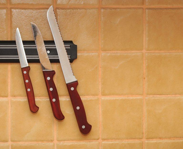 Messer an Magnetleiste