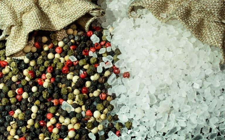 Pfeffer- und Salzkörner